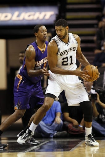 Nov 6, 2013; San Antonio, TX, USA; San Antonio Spurs forward Tim Duncan (21) posts up against Phoenix Suns forward Channing Frye (8) during the second half at AT&T Center. The Spurs won 99-96. Mandatory Credit: Soobum Im-USA TODAY Sports