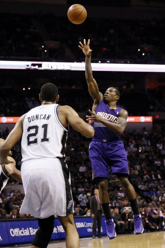 Nov 6, 2013; San Antonio, TX, USA; Phoenix Suns  guard Eric Bledsoe (2) shoots against the San Antonio Spurs during the second half at AT&T Center. The Spurs won 99-96. Mandatory Credit: Soobum Im-USA TODAY Sports