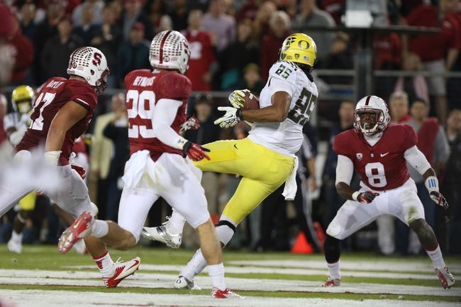 Nov 7, 2013; Stanford, CA, USA; Oregon Ducks tight end Pharaoh Brown (85) catches the ball for a touchdown against the Stanford Cardinal during the fourth quarter at Stanford Stadium. The Stanford Cardinal defeated the Oregon Ducks 26-20. Mandatory Credit: Kelley L Cox-USA TODAY Sports