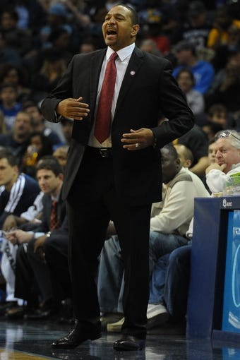 Nov 9, 2013; Memphis, TN, USA; Golden State Warriors head coach Mark Jackson calls a play against Memphis Grizzlies during the first quarter at FedExForum. Mandatory Credit: Justin Ford-USA TODAY Sports