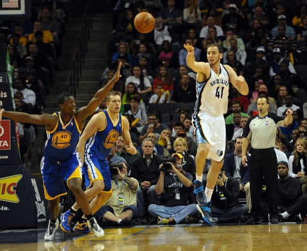 Nov 9, 2013; Memphis, TN, USA; Memphis Grizzlies center Kosta Koufos (41) passes the ball against Golden State Warriors during the fourth quarter at FedExForum. The Grizzlies won 108-90.  Mandatory Credit: Justin Ford-USA TODAY Sports