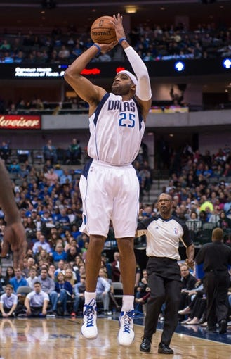 Nov 2, 2013; Dallas, TX, USA; Dallas Mavericks shooting guard Vince Carter (25) shoots the ball against the Memphis Grizzlies during the game at the American Airlines Center. The Mavericks defeated the Grizzlies 111-99. Mandatory Credit: Jerome Miron-USA TODAY Sports