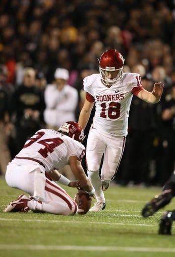 Nov 7, 2013; Waco, TX, USA; Oklahoma Sooners kicker Michael Hunnicutt (18) kicks a field goal against the Baylor Bears at Floyd Casey Stadium. Mandatory Credit: Matthew Emmons-USA TODAY Sports