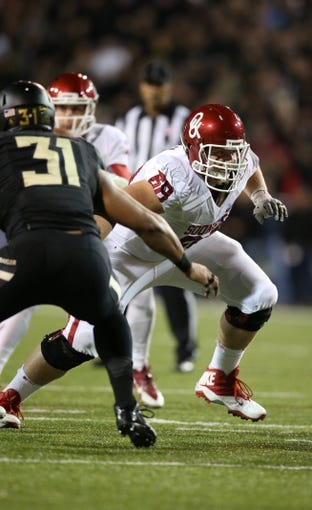 Nov 7, 2013; Waco, TX, USA; Oklahoma Sooners guard Bronson Irwin (68) in action against the Baylor Bears at Floyd Casey Stadium. Mandatory Credit: Matthew Emmons-USA TODAY Sports