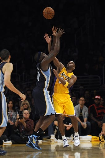 Nov 15, 2013; Los Angeles, CA, USA; Los Angeles Lakers guard Jodie Meeks (20) and Memphis Grizzlies forward Zach Randolph (50) battles for the ball during the third quarter at Staples Center. The Memphis Grizzlies defeated the Los Angeles Lakers 89-86. Mandatory Credit: Kelvin Kuo-USA TODAY Sports