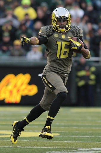 Nov 16, 2013; Eugene, OR, USA;  Oregon Ducks wide receiver Daryle Hawkins (16) runs with the ball against the Utah Utes at Autzen Stadium. The Ducks won 44-21. Mandatory Credit: Scott Olmos-USA TODAY Sports