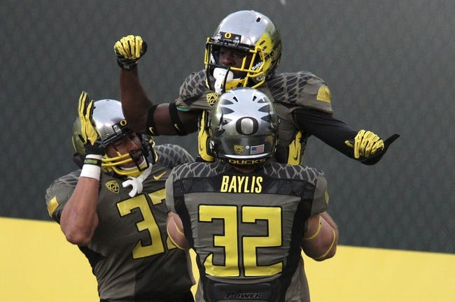 Nov 16, 2013; Eugene, OR, USA; Oregon Ducks tight end Evan Baylis (32) and Ducks linebacker Tyson Coleman (33) celebrate with Ducks running back De'Anthony Thomas (6) after scoring a touchdown against the Utah Utes at Autzen Stadium. Mandatory Credit: Scott Olmos-USA TODAY Sports