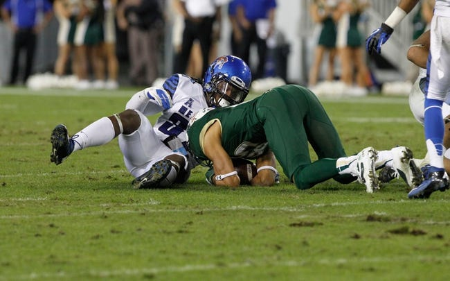 Nov 16, 2013; Tampa, FL, USA; South Florida Bulls wide receiver Ruben Gonzalez (85) recovers an onside kick from Memphis Tigers defensive back Bakari Hollier (37) during the second half at Raymond James Stadium. Memphis Tigers defeated the South Florida Bulls 23-10. Mandatory Credit: Kim Klement-USA TODAY Sports