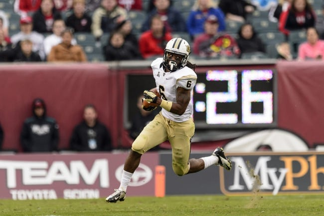 Nov 16, 2013; Philadelphia, PA, USA; UCF Knights wide receiver Rannell Hall (6)  carries the ball during the third quarter at Lincoln Financial Field. UCF defeated Temple 39-36. Mandatory Credit: Howard Smith-USA TODAY Sports