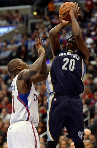 Nov 18, 2013; Los Angeles, CA, USA; Memphis Grizzlies small forward Quincy Pondexter (20) shoots a jumper over Los Angeles Clippers shooting guard Jamal Crawford (11) during first half action at Staples Center. Mandatory Credit: Robert Hanashiro-USA TODAY Sports