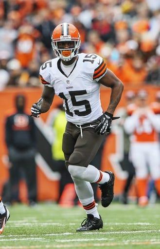 Nov 17, 2013; Cincinnati, OH, USA; Cleveland Browns wide receiver Davone Bess (15) during the game against the Cincinnati Bengals at Paul Brown Stadium. Cincinnati won 41-20.  Mandatory Credit: Kevin Jairaj-USA TODAY Sports