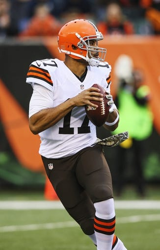 Nov 17, 2013; Cincinnati, OH, USA; Cleveland Browns quarterback Jason Campbell (17) throws during the game against the Cincinnati Bengals at Paul Brown Stadium. Cincinnati won 41-20.  Mandatory Credit: Kevin Jairaj-USA TODAY Sports