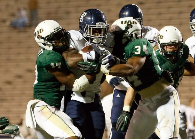 Nov 21, 2013; Birmingham, AL, USA;  Rice Owls running back Jawon Davis (3) carries the ball against the UAB Blazers at Legion Field. The Owls defeated the Blazers 37-34 in overtime. Mandatory Credit: Marvin Gentry-USA TODAY Sports