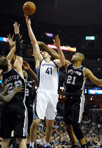 Nov 22, 2013; Memphis, TN, USA; Memphis Grizzlies center Kosta Koufos (41) lays the ball up against San Antonio Spurs power forward Tim Duncan (21) during the fourth quarter at FedExForum. San Antonio Spurs beat the Memphis Grizzlies 102-86. Mandatory Credit: Justin Ford-USA TODAY Sports