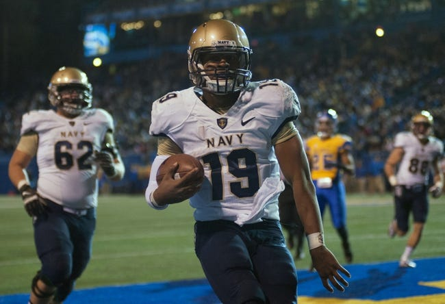 Nov 22, 2013; San Jose, CA, USA; Navy Midshipmen quarterback Keenan Reynolds (19) rushes for a touchdown against the San Jose State Spartans during the second quarter at Spartan Stadium. Mandatory Credit: Ed Szczepanski-USA TODAY Sports