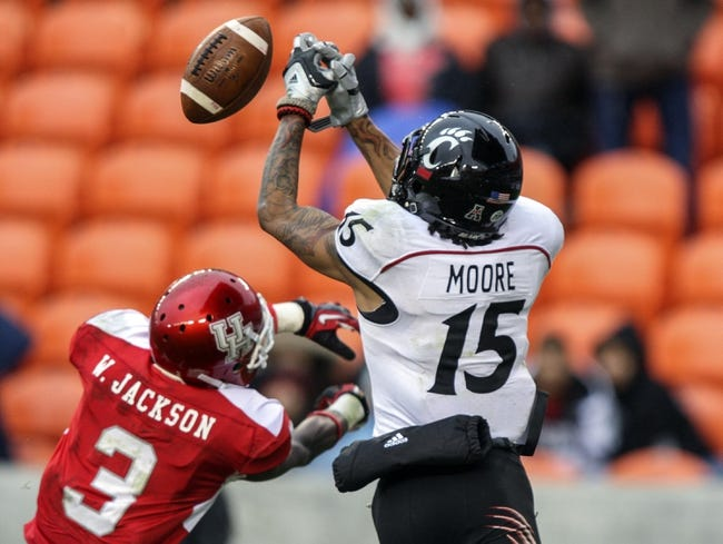 Nov 23, 2013; Houston, TX, USA; Cincinnati Bearcats wide receiver Chris Moore (15) attempts to make a catch during the fourth quarter as Houston Cougars defensive back William Jackson (3) defends at BBVA Compass Stadium. The Bearcats defeated the Cougars 24-17. Mandatory Credit: Troy Taormina-USA TODAY Sports