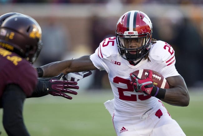 Nov 23, 2013; Minneapolis, MN, USA; Wisconsin Badgers running back Melvin Gordon (25) rushes with the ball in the first quarter against the Minnesota Golden Gophers at TCF Bank Stadium. Mandatory Credit: Jesse Johnson-USA TODAY Sports