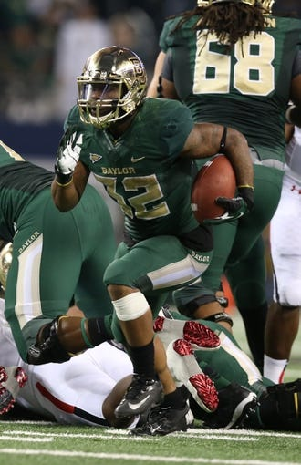 Nov 16, 2013; Arlington, TX, USA; Baylor Bears running back Shock Linwood (32) runs with the ball against the Texas Tech Red Raiders in the third quarter at Cowboys Stadium. Mandatory Credit: Matthew Emmons-USA TODAY Sports