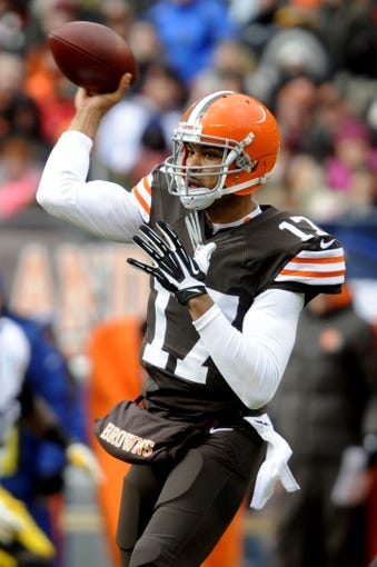 Nov 24, 2013; Cleveland, OH, USA;Cleveland Browns quarterback Jason Campbell (17) throws a pass against the Pittsburgh Steelers at FirstEnergy Stadium. Mandatory Credit: Ken Blaze-USA TODAY Sports