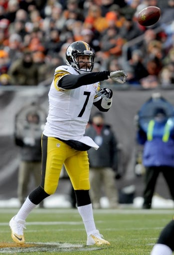 Nov 24, 2013; Cleveland, OH, USA; Pittsburgh Steelers quarterback Ben Roethlisberger (7) throws a pass against the Cleveland Browns at FirstEnergy Stadium. Mandatory Credit: Ken Blaze-USA TODAY Sports
