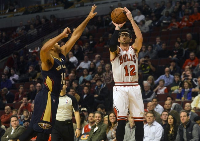 Dec 2, 2013; Chicago, IL, USA; Chicago Bulls shooting guard Kirk Hinrich (12) shoots past  New Orleans Pelicans shooting guard Eric Gordon (10) during the first half of their game at the United Center.  Mandatory Credit: Matt Marton-USA TODAY Sports