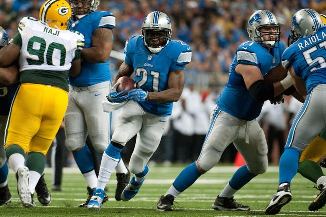 Nov 28, 2013; Detroit, MI, USA; Detroit Lions running back Reggie Bush (21) runs the ball during the second quarter against the Green Bay Packers during a NFL football game on Thanksgiving at Ford Field. Mandatory Credit: Tim Fuller-USA TODAY Sports