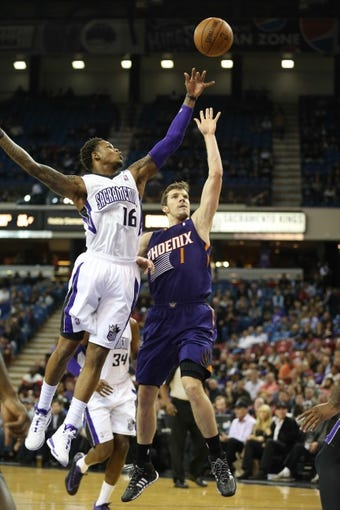 Nov 19, 2013; Sacramento, CA, USA; Phoenix Suns shooting guard Goran Dragic (1) shoots the ball against Sacramento Kings shooting guard Ben McLemore (16) during the first quarter at Sleep Train Arena. Mandatory Credit: Kelley L Cox-USA TODAY Sports