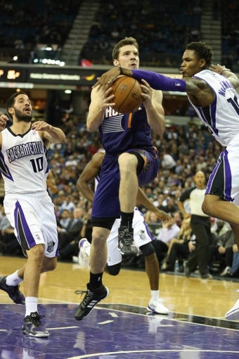 Nov 19, 2013; Sacramento, CA, USA; Sacramento Kings shooting guard Ben McLemore (16) defends the shot by Phoenix Suns shooting guard Goran Dragic (1) during the second quarter at Sleep Train Arena. Mandatory Credit: Kelley L Cox-USA TODAY Sports