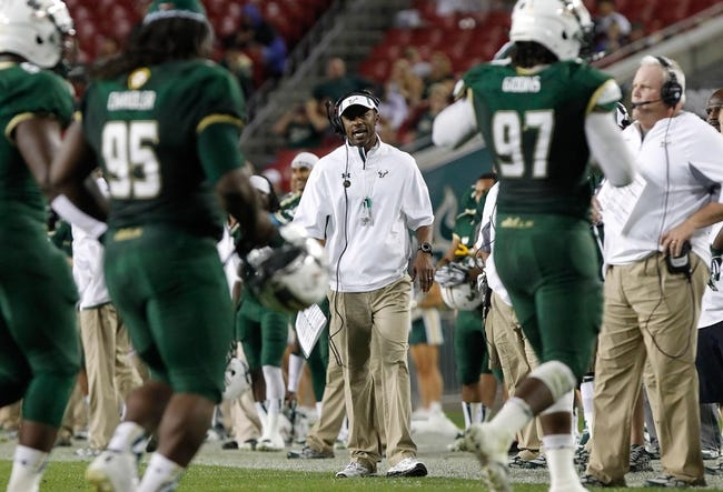Nov 16, 2013; Tampa, FL, USA; South Florida Bulls head coach Willie Taggart talks with the players against the Memphis Tigers during the first quarter at Raymond James Stadium. Mandatory Credit: Kim Klement-USA TODAY Sports