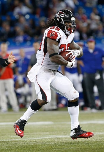 Dec 1, 2013; Toronto, ON, Canada; Atlanta Falcons running back Steven Jackson (39) during the second half against the Buffalo Bills at the Rogers Center. Falcons beat the Bills 34-31. Mandatory Credit: Kevin Hoffman-USA TODAY Sports