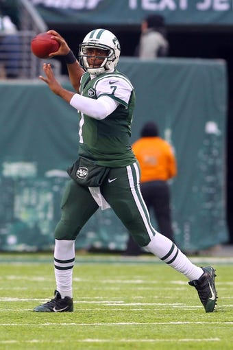 Dec 8, 2013; East Rutherford, NJ, USA; New York Jets quarterback Geno Smith (7) throws a pass during the second half at MetLife Stadium. The Jets defeated the Raiders 37-27.  Mandatory Credit: Ed Mulholland-USA TODAY Sports