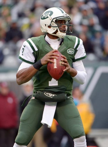 Dec 8, 2013; East Rutherford, NJ, USA; New York Jets quarterback Geno Smith (7) throws a pass against the Oakland Raiders at MetLife Stadium. The Jets defeated the Raiders 37-27 Mandatory Credit: Kirby Lee-USA TODAY Sports