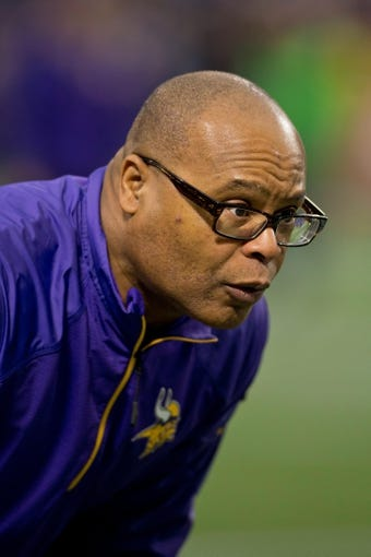 Dec 1, 2013; Minneapolis, MN, USA; Minnesota Vikings linebacker coach Mike Singletary runs drills with his players before the game with the Chicago Bears at Mall of America Field at H.H.H. Metrodome. Vikings win 23-20 in overtime. Mandatory Credit: Bruce Kluckhohn-USA TODAY Sports