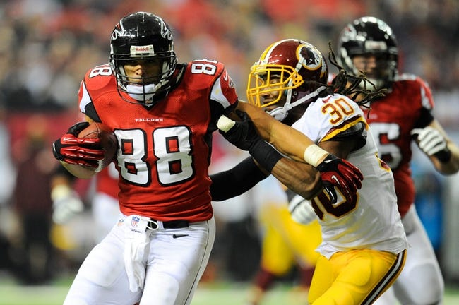 Dec 15, 2013; Atlanta, GA, USA; Atlanta Falcons tight end Tony Gonzalez (88) runs the ball against Washington Redskins cornerback E.J. Biggers (30) during the second half at the Georgia Dome. The Falcons defeated the Redskins 27-26. Mandatory Credit: Dale Zanine-USA TODAY Sports