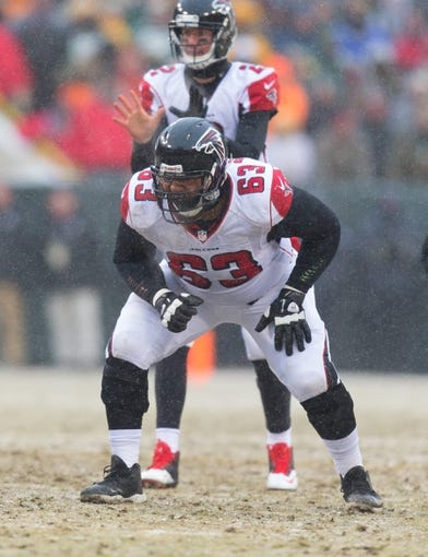 Dec 8, 2013; Green Bay, WI, USA; Atlanta Falcons guard Justin Blalock (63) during the game against the Green Bay Packers at Lambeau Field.  Green Bay won 22-21.  Mandatory Credit: Jeff Hanisch-USA TODAY Sports