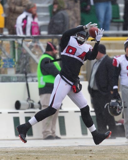 Dec 8, 2013; Green Bay, WI, USA; Atlanta Falcons wide receiver Roddy White (84) catches a pass during warmups prior to the game against the Green Bay Packers at Lambeau Field.  Green Bay won 22-21.  Mandatory Credit: Jeff Hanisch-USA TODAY Sports