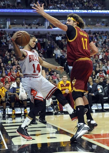 Dec 21, 2013; Chicago, IL, USA; Chicago Bulls point guard D.J. Augustin (14) tries to save the ball from going out of bounds as Cleveland Cavaliers center Anderson Varejao (17) defends him during the first quarter at the United Center. Mandatory Credit: David Banks-USA TODAY Sports