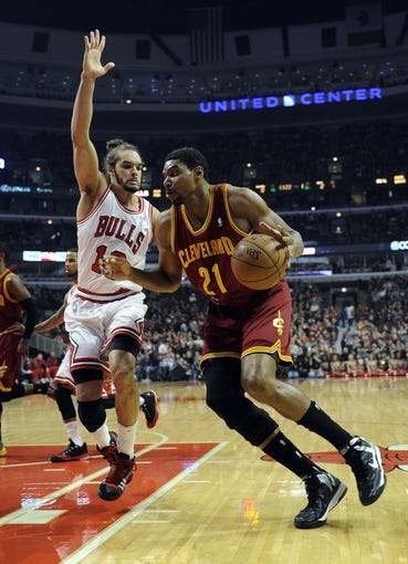 Dec 21, 2013; Chicago, IL, USA; Cleveland Cavaliers center Andrew Bynum (21) is defended by Chicago Bulls center Joakim Noah (13) during the first quarter at the United Center. Mandatory Credit: David Banks-USA TODAY Sports