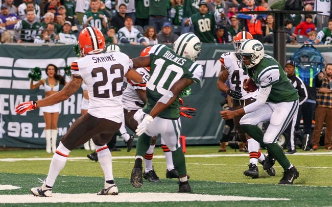 Dec 22, 2013; East Rutherford, NJ, USA; New York Jets quarterback Geno Smith (7) runs for a touchdown during the second half of their game against the Cleveland Browns at MetLife Stadium.  The Jets defeated the Browns 24-13.  Mandatory Credit: Ed Mulholland-USA TODAY Sports