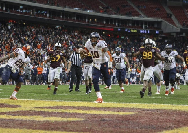 Dec 27, 2013; Houston, TX, USA; Syracuse Orange quarterback Terrel Hunt (10) rushes for a touchdown during the fourth quarter of the Texas Bowl against the Minnesota Golden Gophers at Reliant Stadium . The Orange defeated the Golden Gophers 21-17. Mandatory Credit: Troy Taormina-USA TODAY Sports