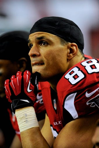 Dec 29, 2013; Atlanta, GA, USA; Atlanta Falcons tight end Tony Gonzalez (88) on the bench in the fourth quarter of the game against the Carolina Panthers during the second half at the Georgia Dome. The Panthers defeated the Falcons 21-20. Mandatory Credit: Dale Zanine-USA TODAY Sports