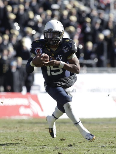 Dec 30, 2013; Fort Worth, TX, USA; Navy Midshipmen quarterback Keenan Reynolds (19) runs with the ball in the fourth quarter of the game against the Middle Tennessee Blue Raiders  at Amon G. Carter Stadium.  Navy beat Middle Tennessee 24-6. Mandatory Credit: Tim Heitman-USA TODAY Sports