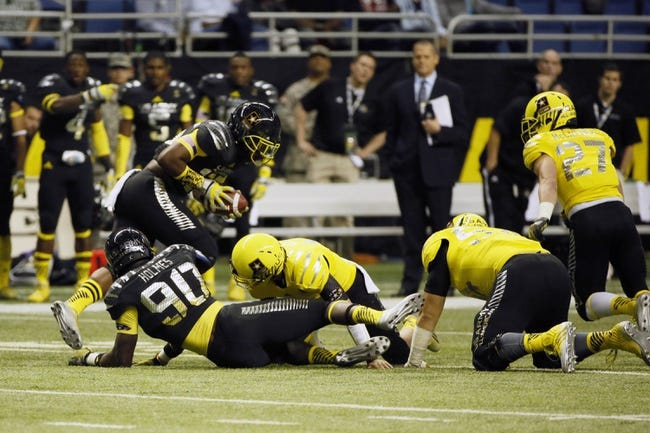 Jan 4, 2014; San Antonio, TX, USA; East linebacker Bryson Allen-Williams (25) carries the ball on a fumble during U.S. Army All-American Bowl high school football game at the Alamodome. Mandatory Credit: Soobum Im-USA TODAY Sports