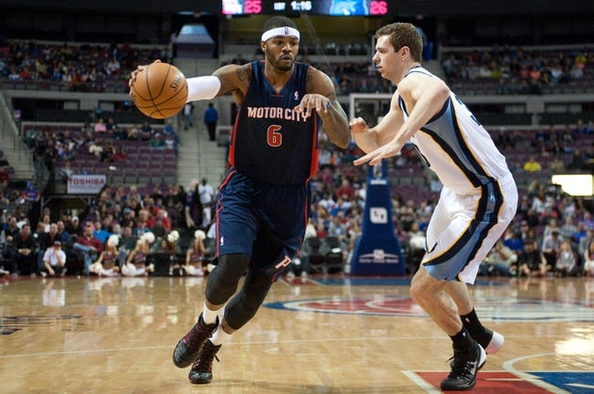Jan 5, 2014; Auburn Hills, MI, USA; Detroit Pistons small forward Josh Smith (6) dribbles the ball around Memphis Grizzlies power forward Jon Leuer (30) during the first quarter at The Palace of Auburn Hills. Mandatory Credit: Tim Fuller-USA TODAY Sports