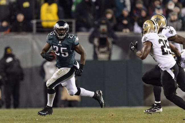 Jan 4, 2014; Philadelphia, PA, USA; Philadelphia Eagles running back LeSean McCoy (25) carries the ball during the fourth quarter against the New Orleans Saints during the 2013 NFC wild card playoff football game at Lincoln Financial Field. The Saints defeated the Eagles 26-24. Mandatory Credit: Howard Smith-USA TODAY Sports