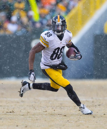 Dec 22, 2013; Green Bay, WI, USA; Pittsburgh Steelers wide receiver Emmanuel Sanders (88) during the game against the Green Bay Packers at Lambeau Field.  Pittsburgh won 38-31.  Mandatory Credit: Jeff Hanisch-USA TODAY Sports