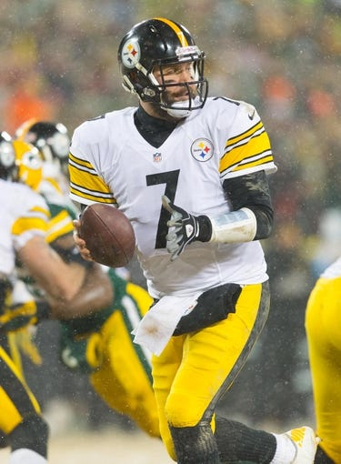 Dec 22, 2013; Green Bay, WI, USA; Pittsburgh Steelers quarterback Ben Roethlisberger (7) during the game against the Green Bay Packers at Lambeau Field.  Pittsburgh won 38-31.  Mandatory Credit: Jeff Hanisch-USA TODAY Sports