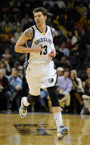 Jan 7, 2014; Memphis, TN, USA; Memphis Grizzlies small forward Mike Miller (13) during the game against the San Antonio Spurs at FedExForum. the San Antonio Spurs beat the Memphis Grizzlies 110 - 108 Mandatory Credit: Justin Ford-USA TODAY Sports
