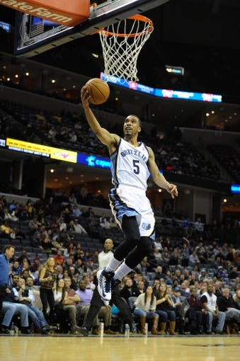 Jan 7, 2014; Memphis, TN, USA; Memphis Grizzlies Courtney Lee (5) lays the ball up against the San Antonio Spurs during the fourth quarter at FedExForum. the San Antonio Spurs beat the Memphis Grizzlies 110 - 108 Mandatory Credit: Justin Ford-USA TODAY Sports