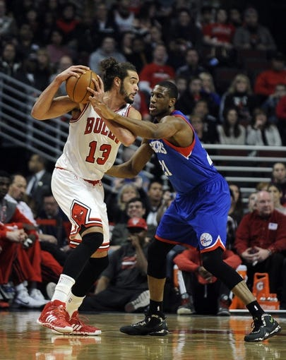 Jan 18, 2014; Chicago, IL, USA; Philadelphia 76ers power forward Thaddeus Young (21) defends Chicago Bulls center Joakim Noah (13) during the first quarter at the United Center. Mandatory Credit: David Banks-USA TODAY Sports